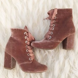 Kenneth Cole Rose colored velvet lace up booties